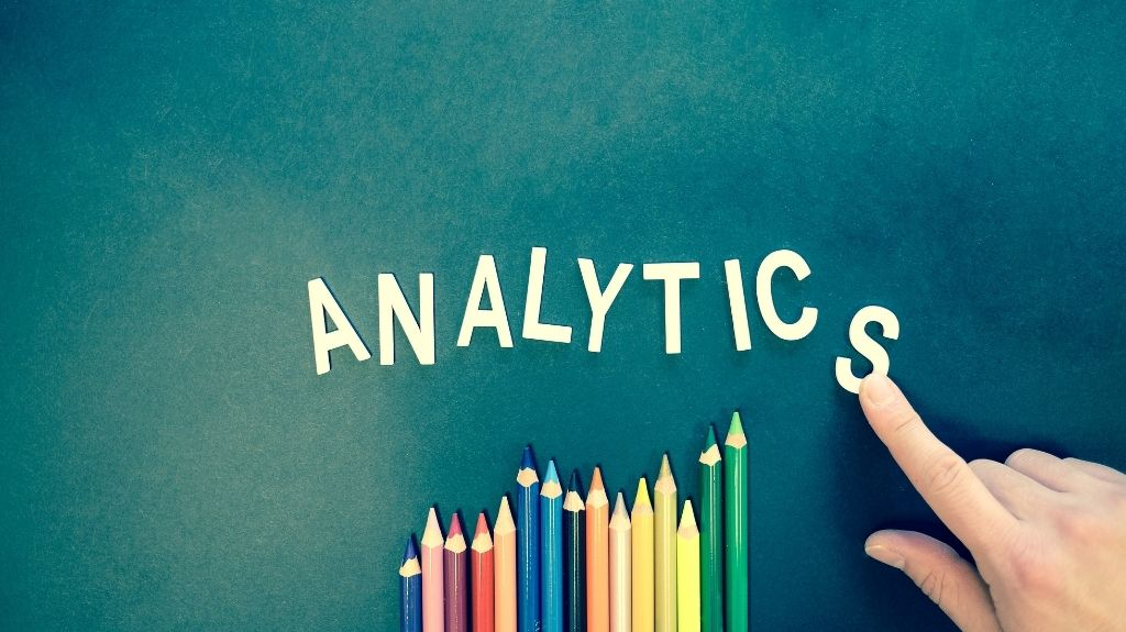 When Does the Analytics Tracking Code Send a Pageview Hit to Google Analytics?